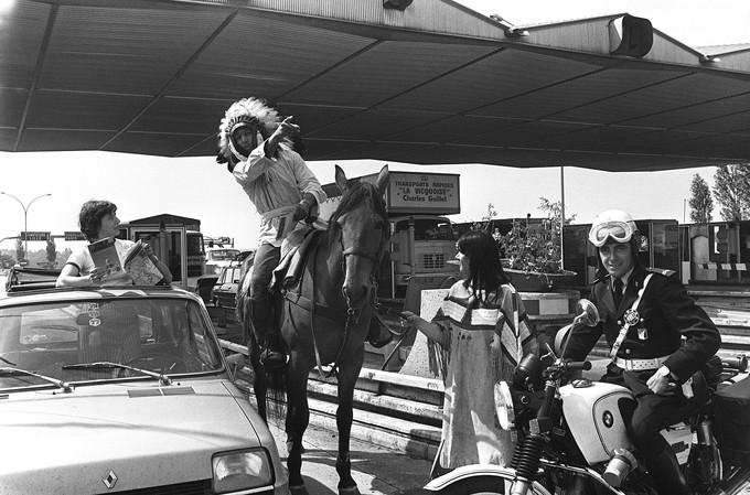 1977 Bison futé sur son cheval présent sur les routes